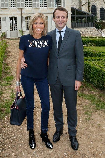 Первая леди Франции Брижит Макрон и президент Франции Эммануэль Макрон - фото 68171