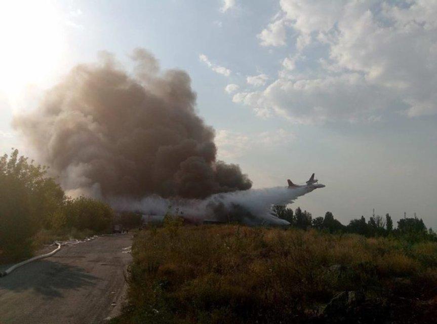 В Днепре сильный пожар на складах перекинулся на жилые дома - фото 67954