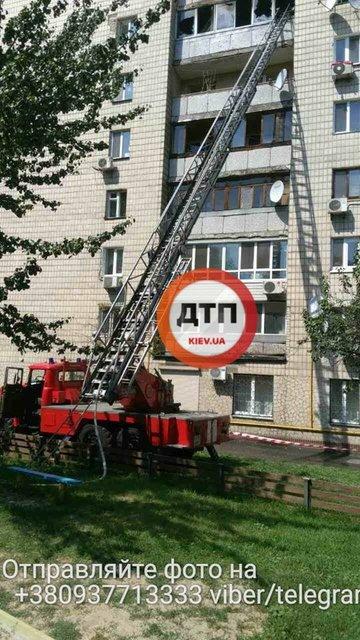 В Киеве загорелась многоэтажка, есть погибшие (фото, видео) - фото 65720