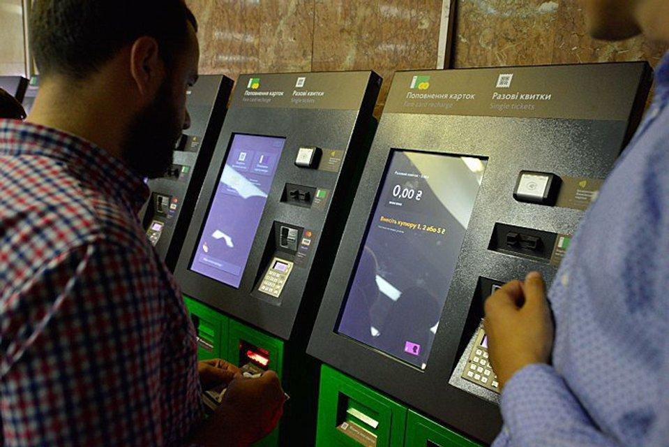 Прощай, жетон: В киевское метро начали пускать по билетам с QR-кодом - фото 62968