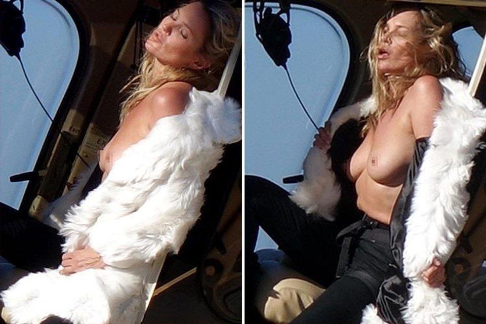 Кейт Мосс показала голую грудь на вертолете - фото 63388