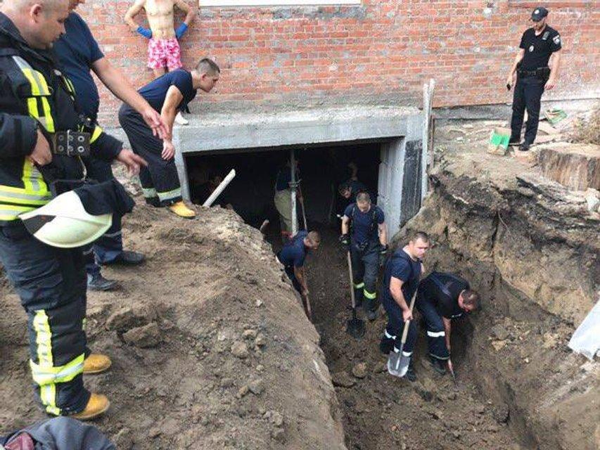 В Голосеевском районе Киева обвалилась стройка: есть погибший - фото 63639