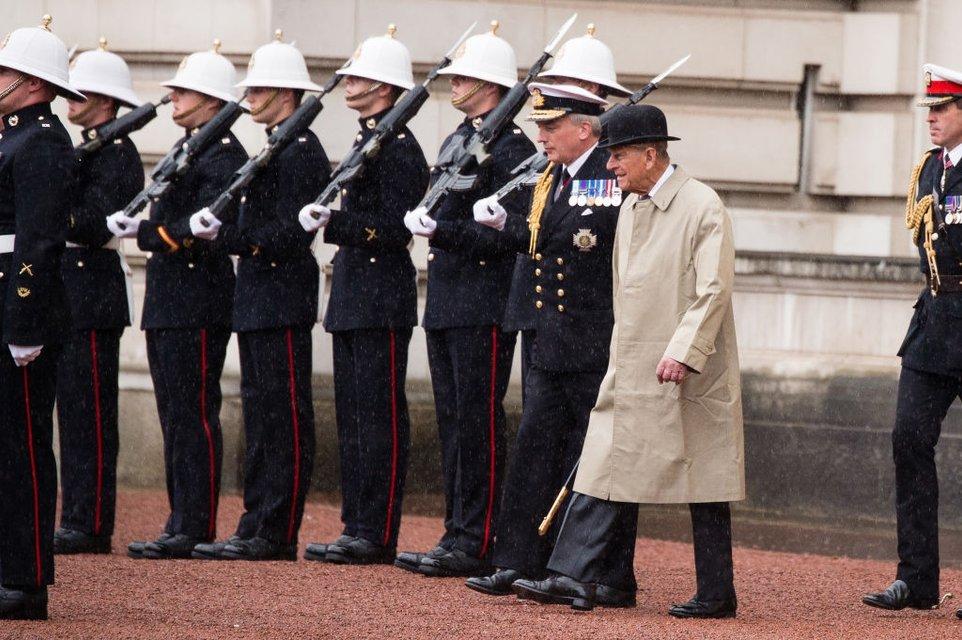Принц Филипп ушел на пенсию - фото 63183