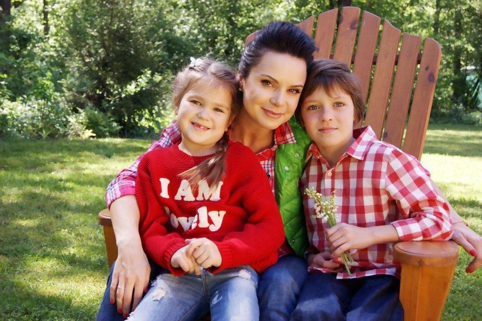 Лилия Подкопаева похвалилась идеальным телом в вышиванке - фото 68473