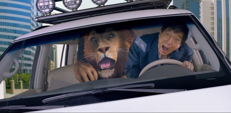 """Джеки Чан прокатился в авто с настоящим львом в """"Доспехи бога: В поисках сокровищ"""" - фото 64760"""