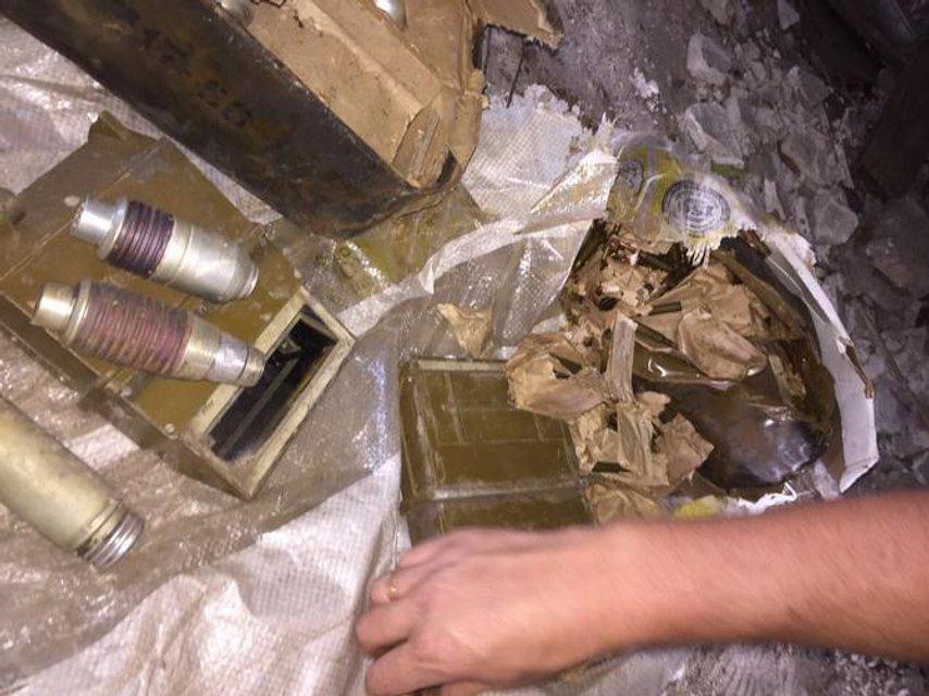 Боевики спрятали взрывчатку в крыле работающей больницы - фото 69733