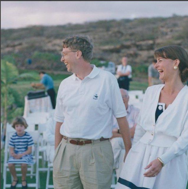 Билл Гейтс мило поздравил любимую супругу с Днем рождения - фото 66805