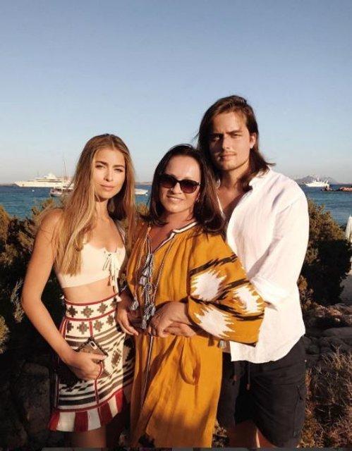 Юбилей Софии Ротару: 70 лет легендарная певица встретила с семьей на Сардинии - фото 64181