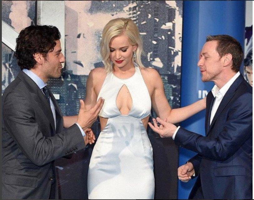 Дженнифер Лоуренс показала грудь на откровенном фото - фото 67937