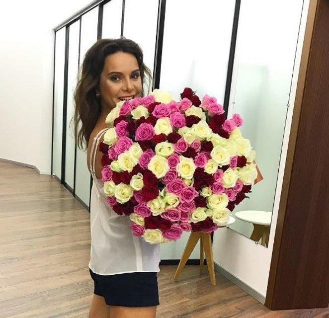 Лилия Подкопаева похвалилась идеальным телом в вышиванке - фото 68471