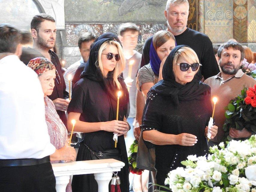 Вера Брежнева, а также видные регионалы Анна Герман и Александр Волков - фото 65364