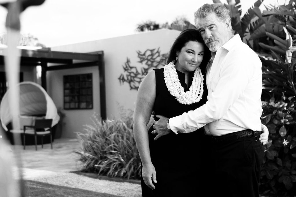 Пирс Броснан похвалился фото жены Кили Смит в купальнике - фото 66376
