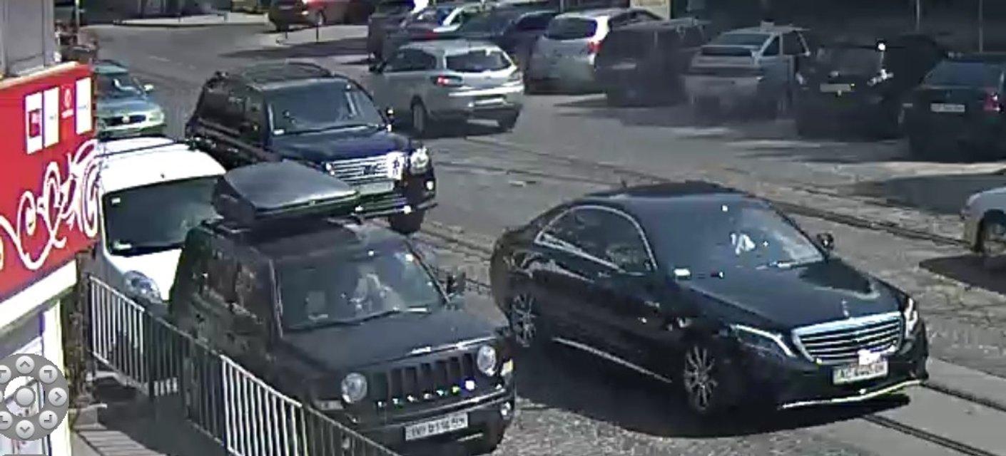 "Камеры наблюдения сняли, что Петр Дыминский находился за рулем ""Мерседеса"" перед аварией - фото 69100"