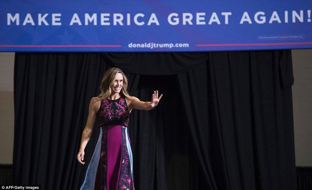 Невестка Трампа Лара Юнаска подчеркнула беременность элегантным платьем - фото 63658
