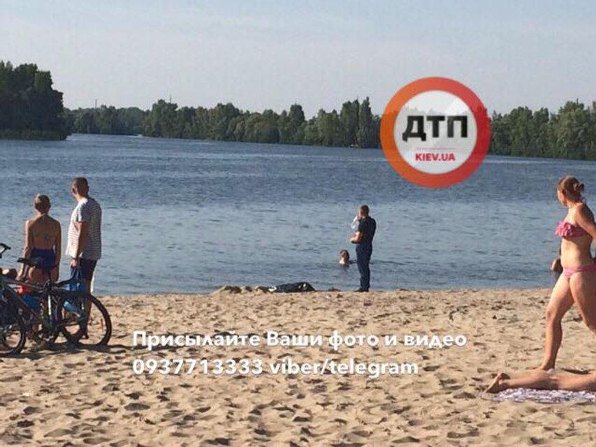В Киеве подросток погиб на глазах у родителей - фото 63063