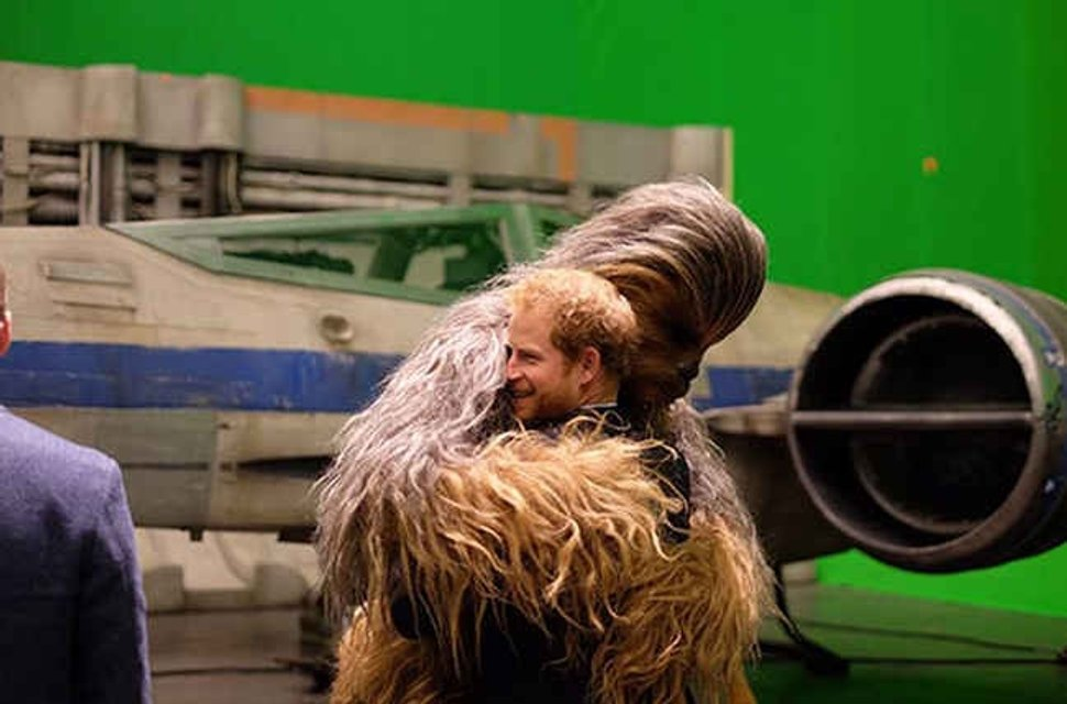 Принцы Гарри и Уильям тайно сыграли в 8 эпизоде Звездных войн - фото 69069