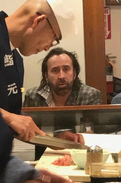 Николас Кейдж опозорился в азиатской забегаловке - фото 70473