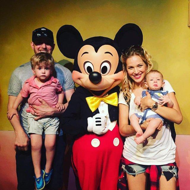 Луисана Лопилато с мужем и детьми - фото 63587
