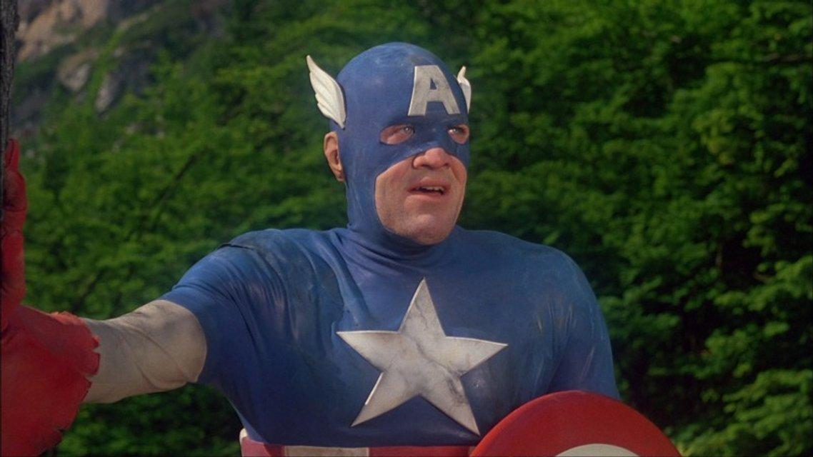 Люк Бессон резко высказался о создателях Капитана Америки - фото 66841