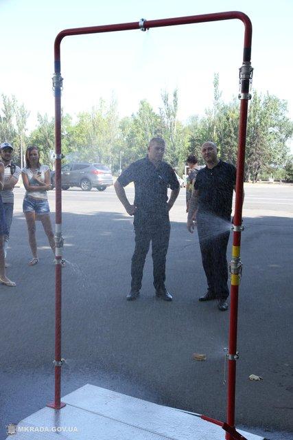 Жара в Украине: В Николаеве установили душ прям на улице - фото 63306