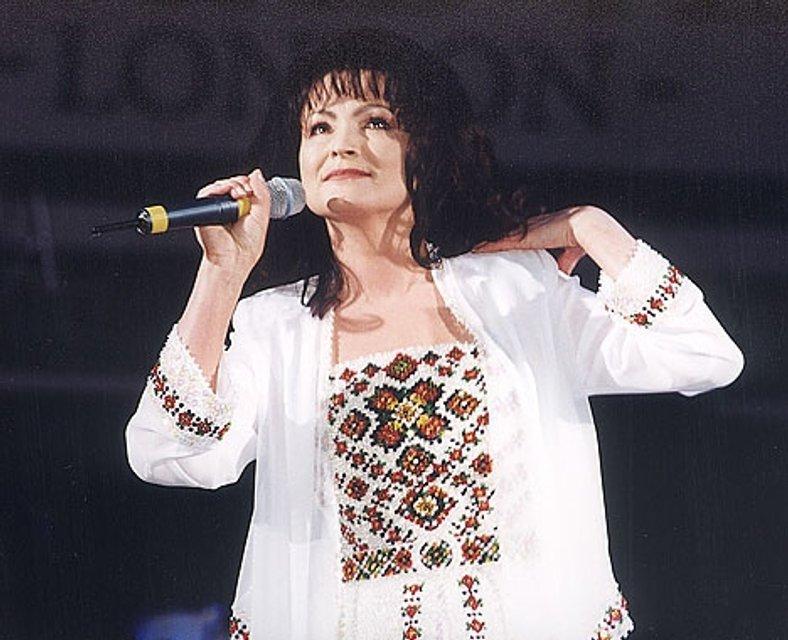 Юбилей Софии Ротару: 70 лет легендарная певица встретила с семьей на Сардинии - фото 64200