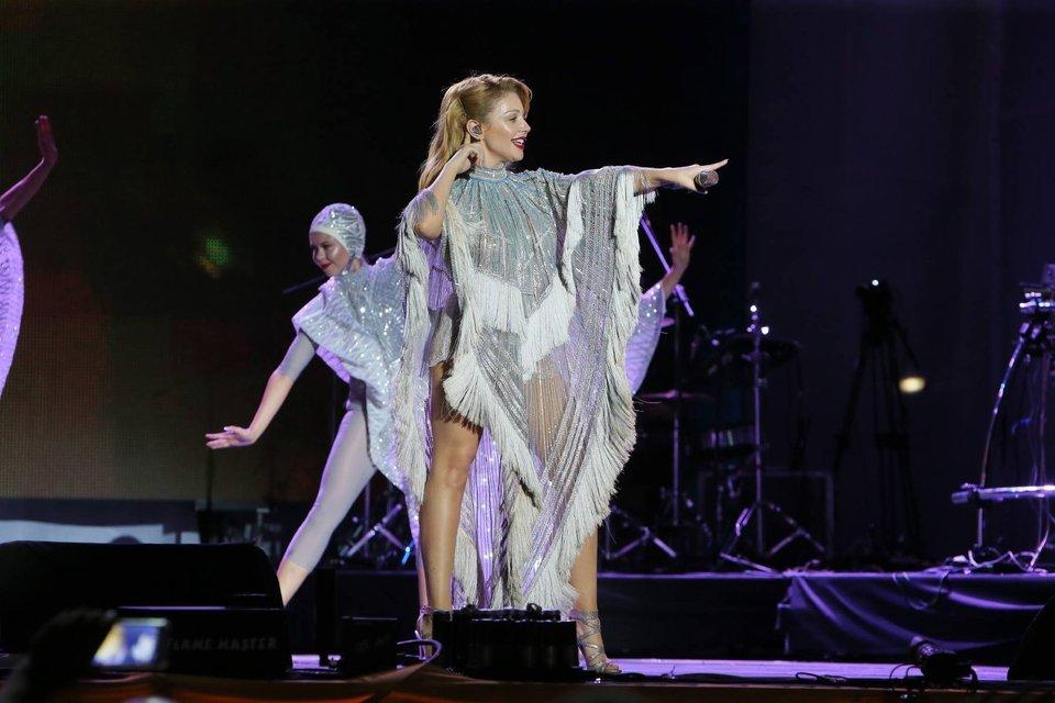 Тина Кароль произвела фурор в пикантном платье на Черноморских играх-2017 - фото 64466