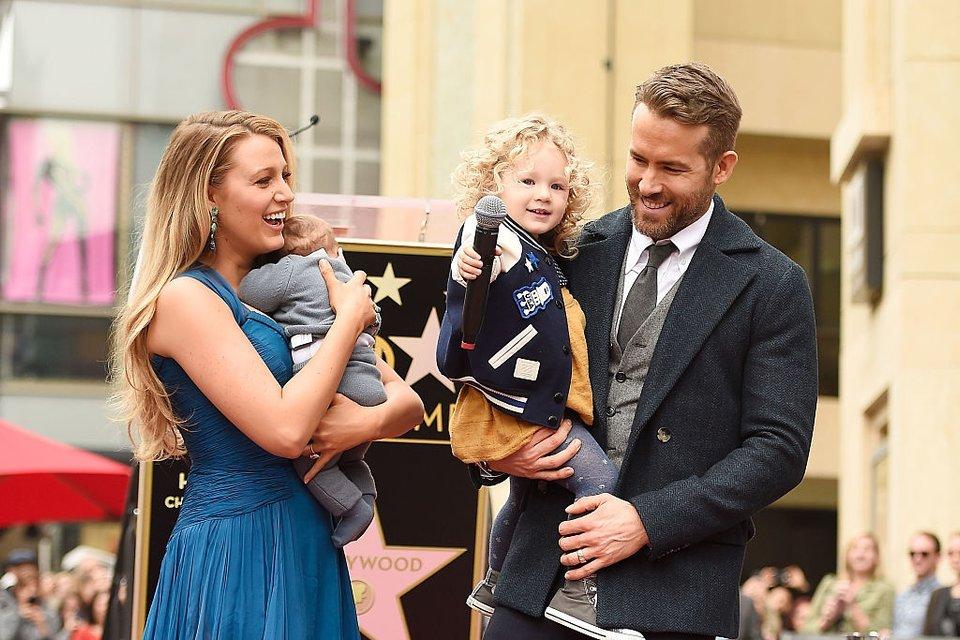 Блейк Лайвли и Райан Рейнольдс: фото с детьми - фото 62344