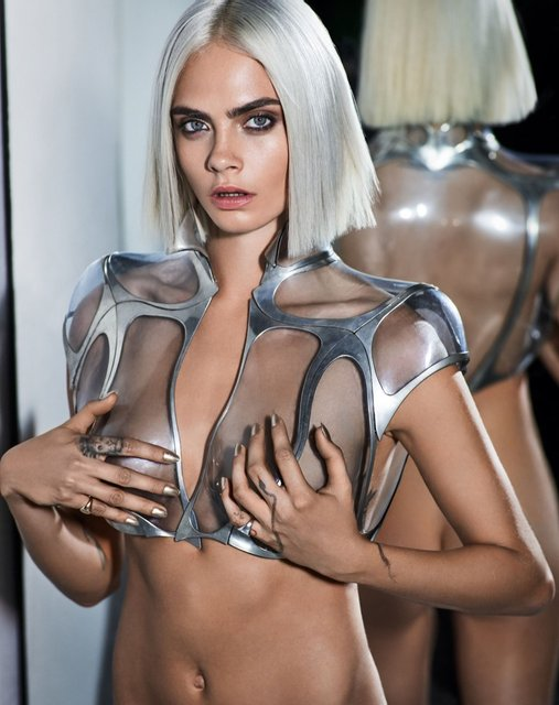 Кара Делевинь без белья снялась в пикантной фотосессии для глянца - фото 64920