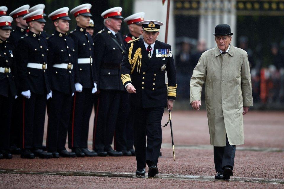 Принц Филипп ушел на пенсию - фото 63187