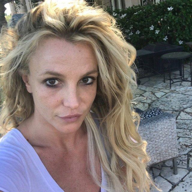 Вне гламура: Бритни Спирс показала фото лица без макияжа - фото 70135