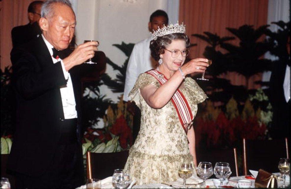 Королева Елизавета II - фото 62731