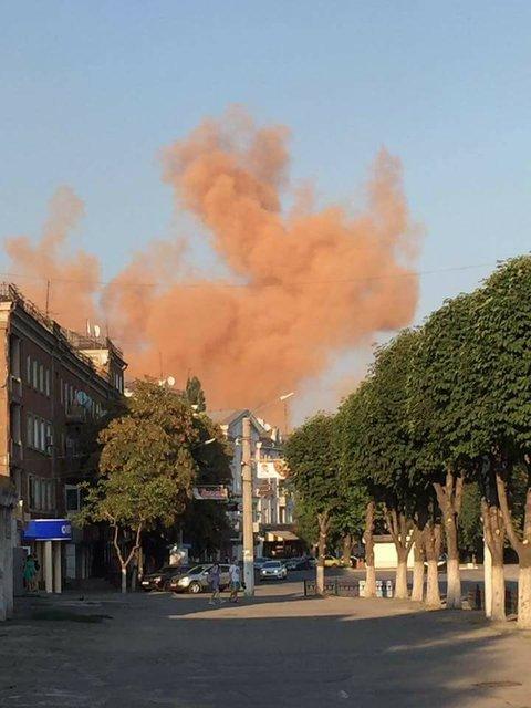 Экологическая проблема: Каменское накрыло красным дымом - фото 67450
