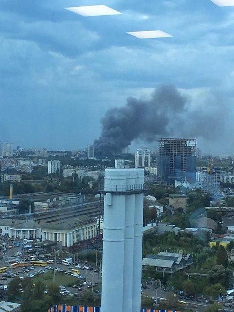 В Киеве масштабно горит ресторан восточной кухни - фото 68458