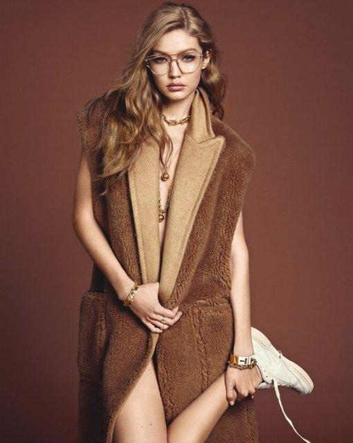 Белла Хадид показала грудь и стройные ноги на обложке Vogue - фото 68488