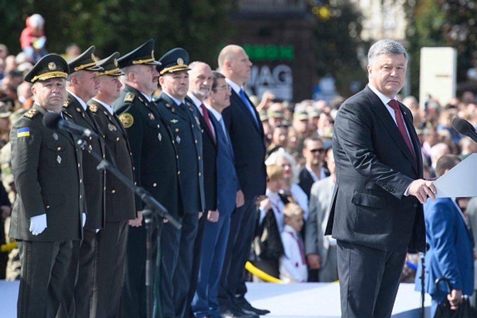 Военный парад в Киеве - сигнал Западу, что Украина будет бороться - фото 69519