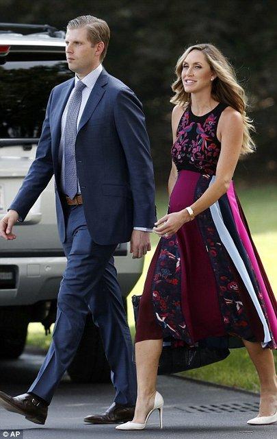 Лара Юнаска подчеркнула беременность элегантным платьем - фото 63660