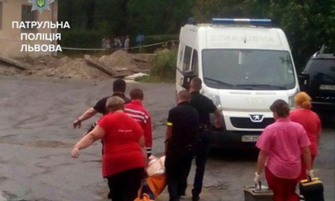 Во Львовской психбольнице захватили заложников - фото 63807