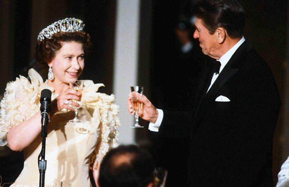 Королева Елизавета II - фото 62743