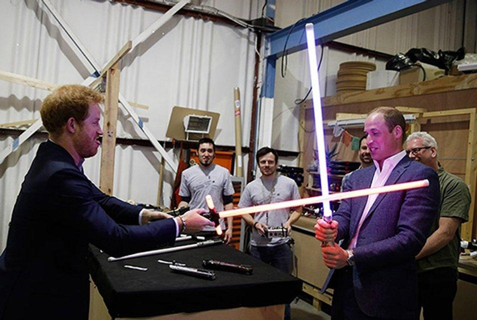 Принцы Гарри и Уильям тайно сыграли в 8 эпизоде Звездных войн - фото 69070