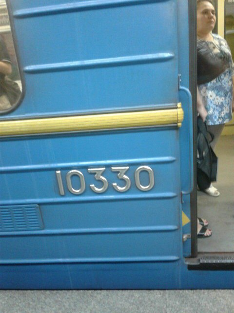 В полиции советуют не обращать внимание на антиукраинские надписи в киевском метро - фото 65406