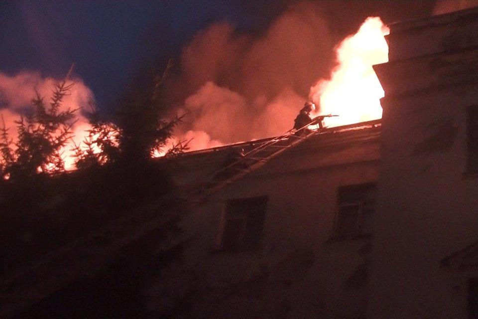 В Харьковском админсуде всю ночь тушили пожар - фото 68978