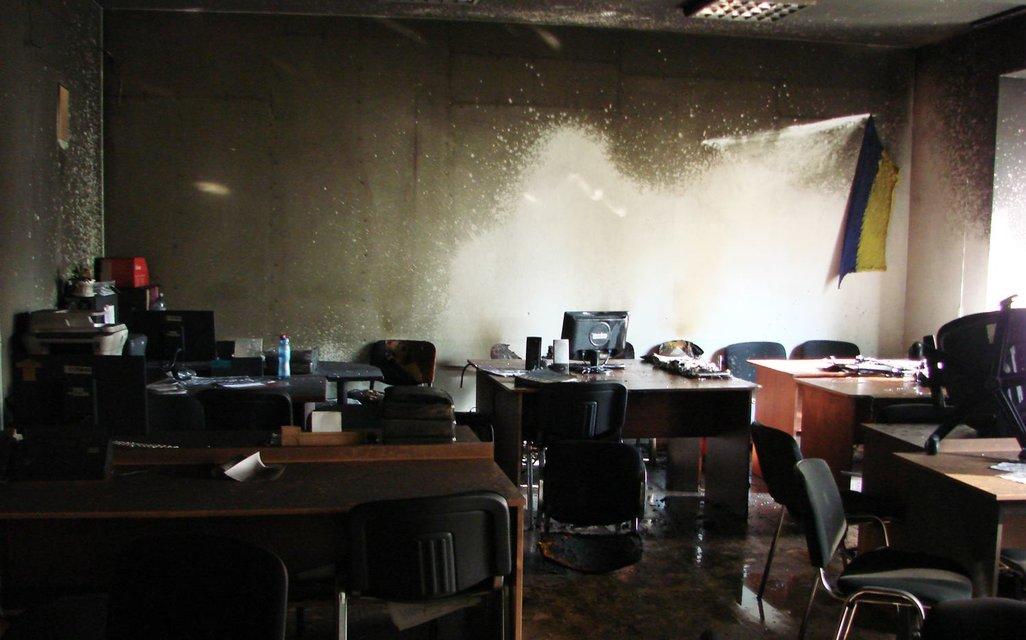 Неизвестные подожгли офис коммунальщиков, убирающи МАФы в Киеве - фото 66947