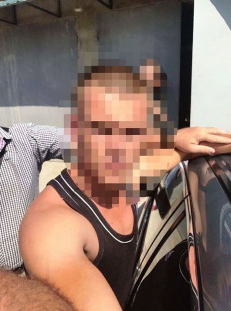 Под Одессой парни пристали к девушкам и отобрали авто у полицейских - фото 65475