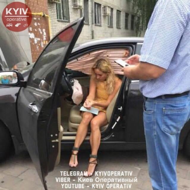 Перепутала передачи: киевлянка заехала в бизнеc-центр Vodafone Ukraine на авто - фото 66597