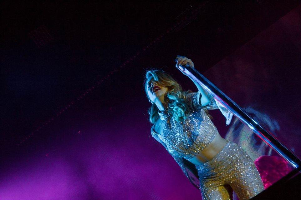 Тина Кароль выпустила фотопроект о своем туре - фото 70241