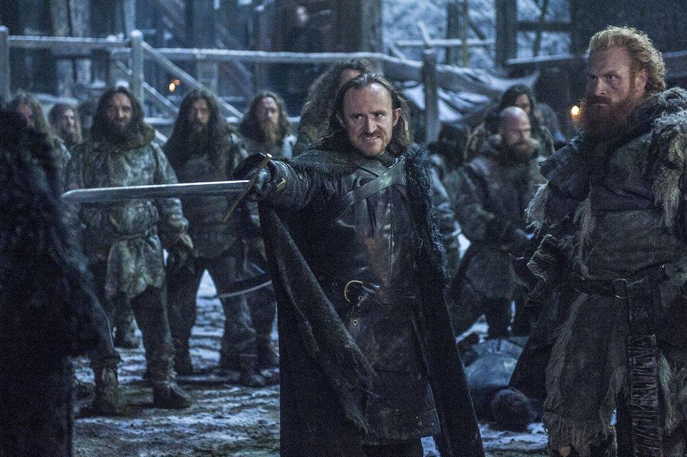 """Джон Сноу объяснил, почему на Севере в """"Игре престолов"""" не носят шапки - фото 67371"""