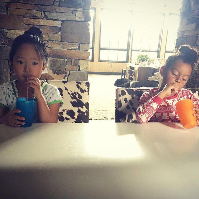 Приемные дети актрисы - восьмилетняя Нэнси и пятилетняя Аделаида - фото 65816