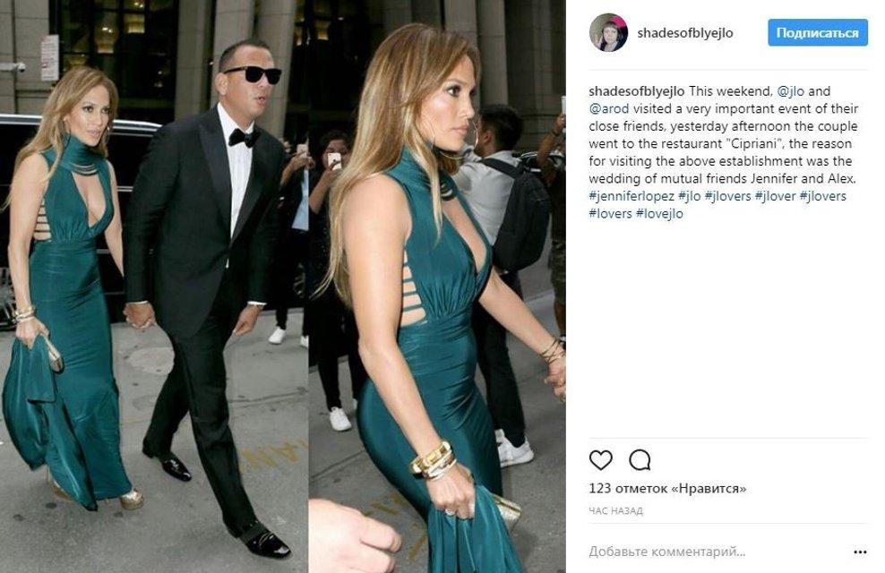 Дженнифер Лопес в платье с глубоким декольте произвела фурор  - фото 64432