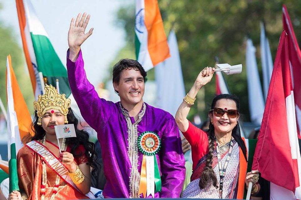 Джастин Трюдо в индийском костюме прошел парадом в Монреале - фото 68465