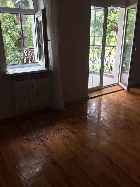 В дом продюсера Мозговой проникли через окно, запачкав пол кровью (фото) - фото 66194